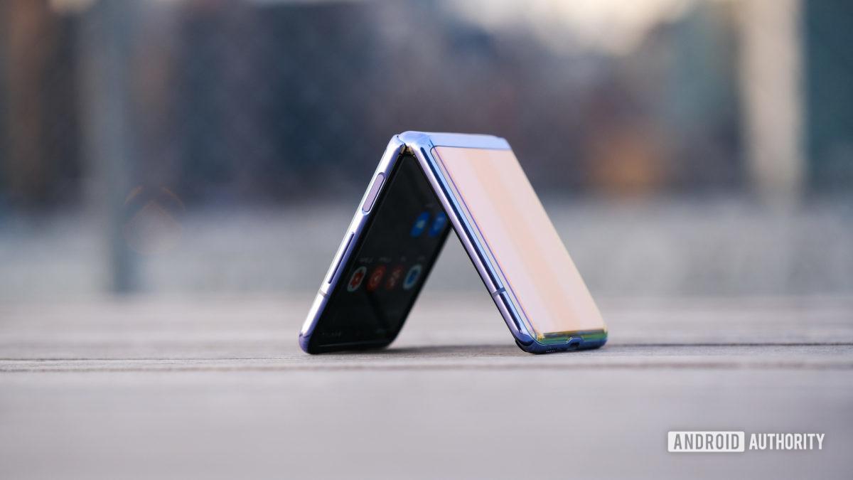 Samsung Galaxy Z Flip Triangle folded on Bank 1