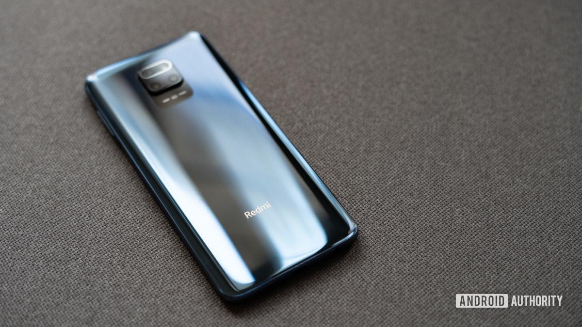 Redmi Note 9 Pro focuses on the logo