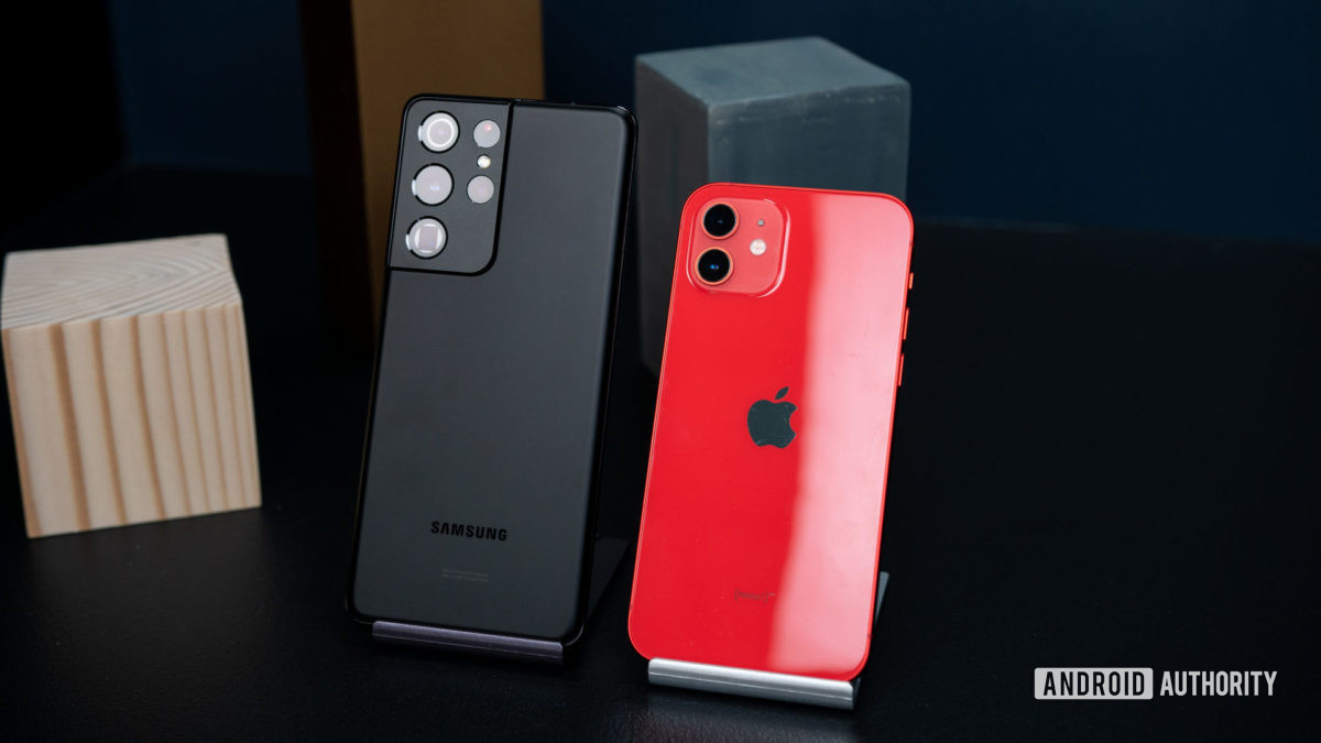Samsung Galaxy S21 Ultra versus Apple iPhone 11 2